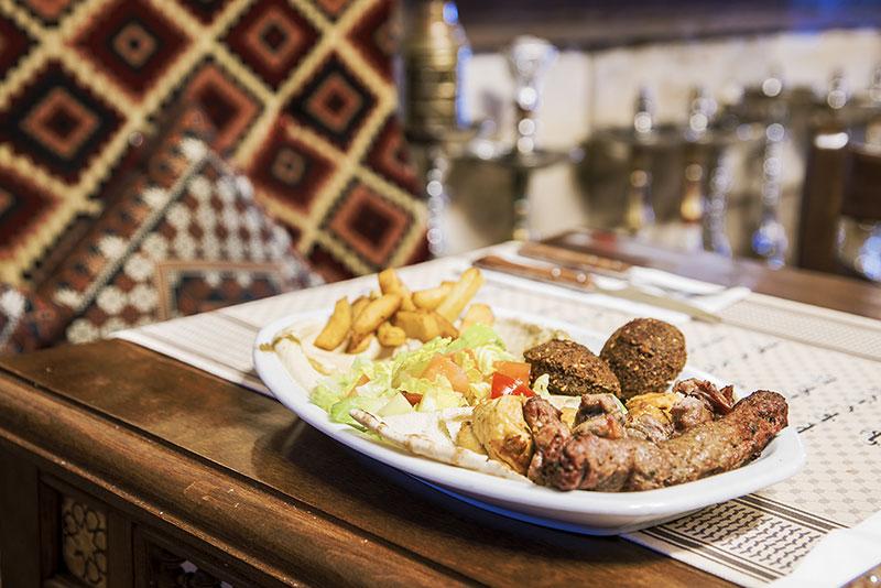 Plato-2 de comida arabe, libanesa y marroqui. Cocina tradicional restaurante arabe barcelona