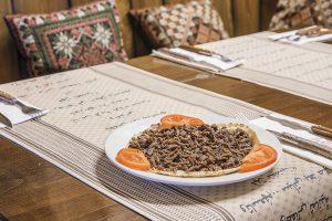 Plato de comida arabe, libanesa y marroqui. Cocina tradicional restaurante arabe barcelona